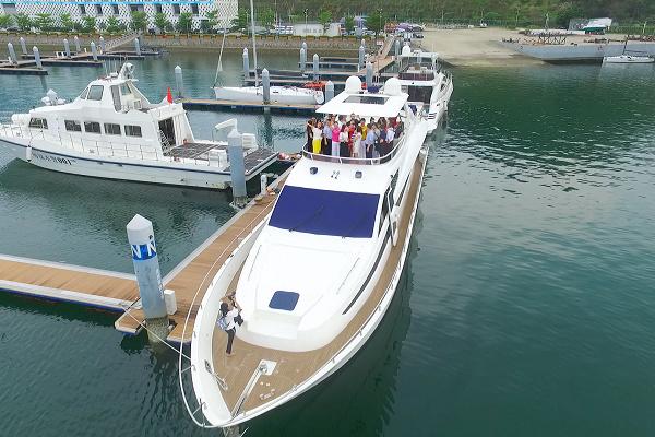 七星湾-海星82英尺豪华飞桥游艇