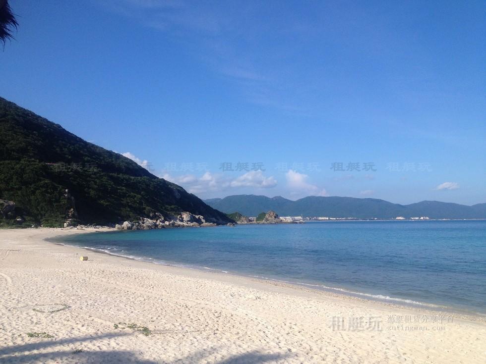 亚龙湾游艇会→太阳湾→百福湾→东排→西排→亚龙湾酒店群→亚龙湾游艇会