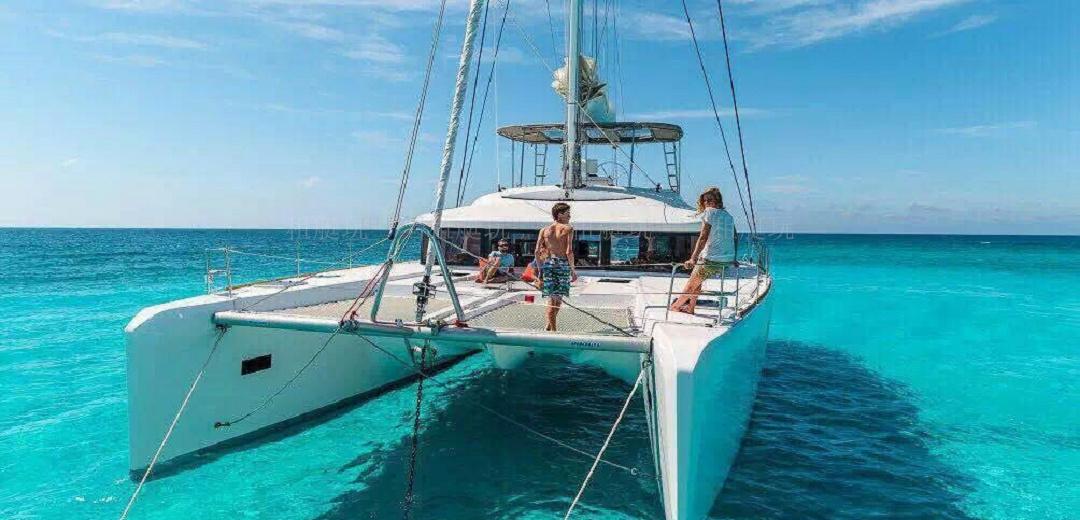 蓝高450双体帆船